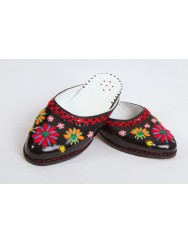 Women slippers shoes with coloured embroidered