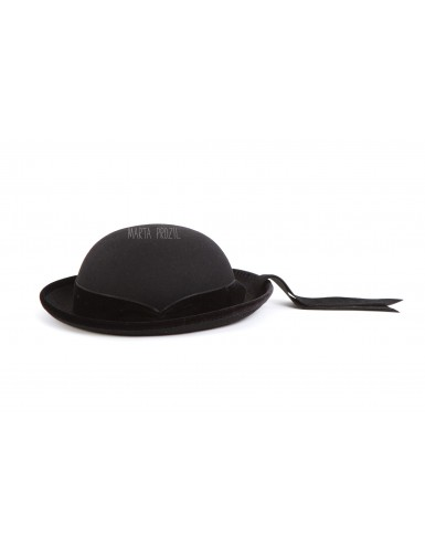 Woman hat with velvet ribbon