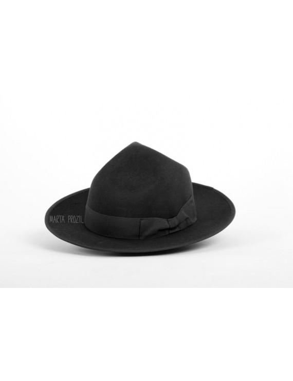 "Hat ""three dents"""