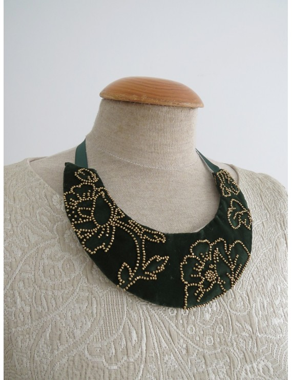 Green embroidered necklace in golden beads
