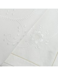 2,40 M Linen tablecloth embroidered in white