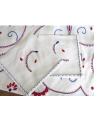 2,65 M Linen tablecloth embroidered in white red and blue