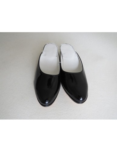 Women's varnish slippers