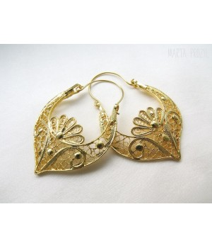 "Earrings in ""arrecada"" shape"