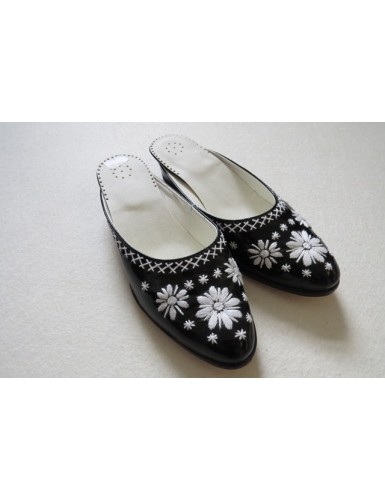 Women slippers shoes with white embroidered