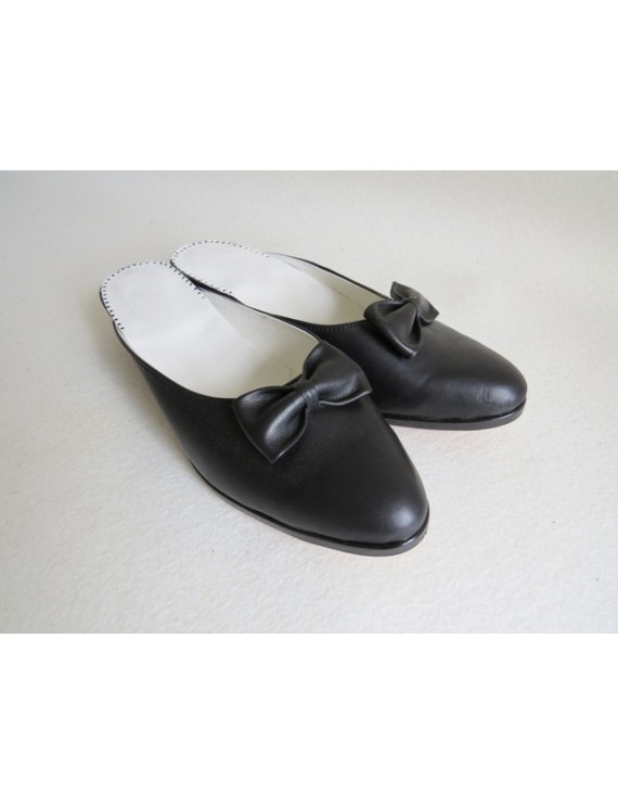 Leather slippers with bow