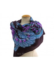 Woollen purple kerchief of Viana