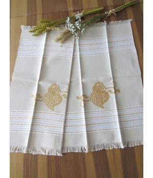 Linen placemat with golden heart