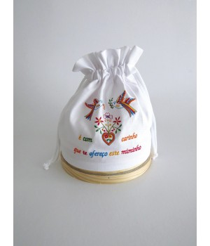 Sifter with linen bread bag in valentine scarf embroidery