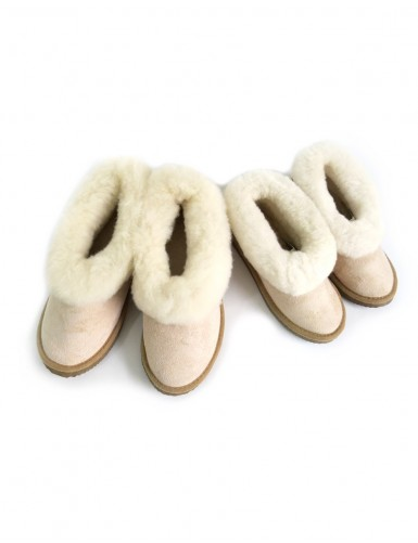 Children's slippers in sheepskin leather