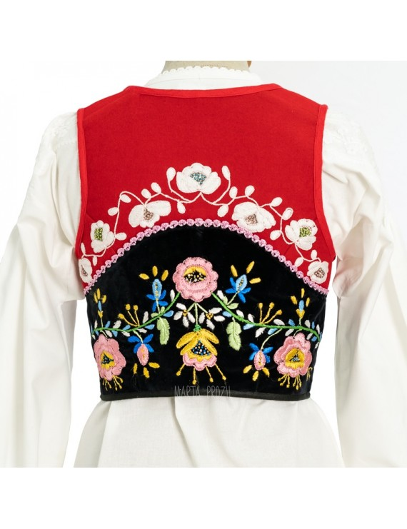 Red embroidered vest of lavradeira
